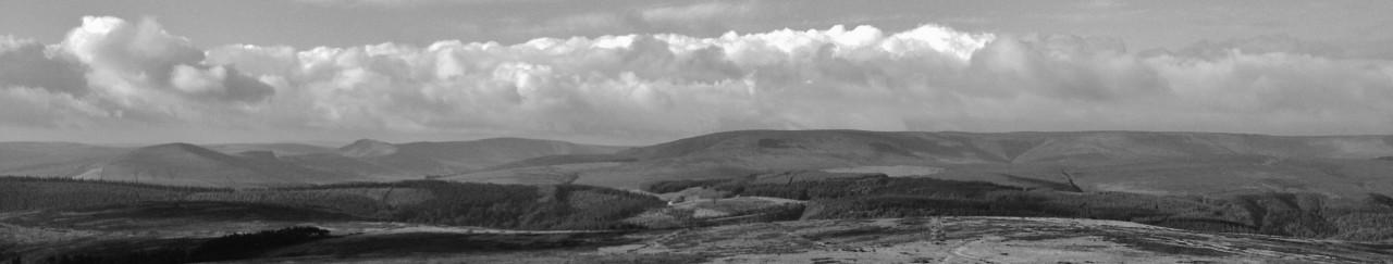 cropped-peaks-derwent-edge-bw.jpg